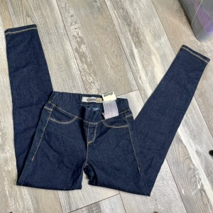 Skinny mid rise / waisted navy blue jeggings jeans size 6 with cute em