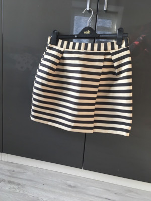 River Island skirt size 12 never been worn
