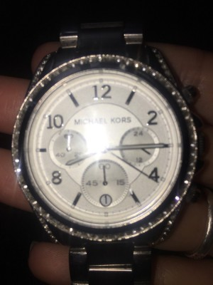 Michael kors watch worth £300 with no box and for a small worst