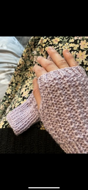 Purple ribbed wool knitted fingerless gloves
