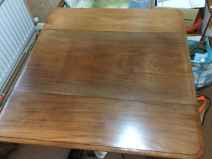 Pembroke dining table antique. Collect So30 2gw only