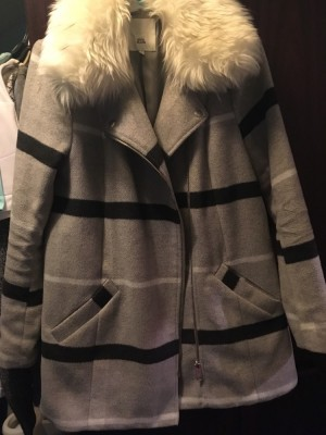 River island coat grey in colour with fur white fur collar size 8 like new