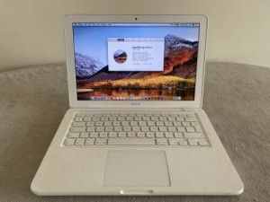 "Apple Macbook 13"" Screen  2.2 Ghz Core 2 Duo  2gb ram"