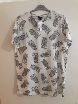 Tropical T-shirt with pineapples