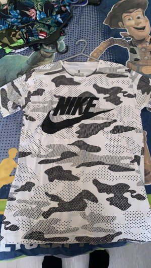 4 Nike tops (size: small) (100% cotton)