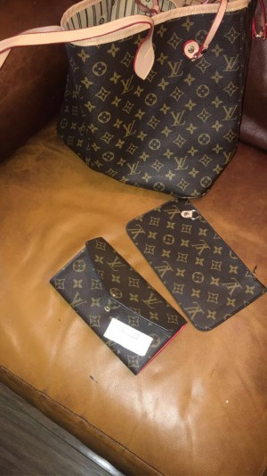 Louis Vuitton Handbag (SET) or singular