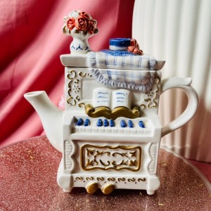 Whittard Of Chelsea Figural Novelty Tiny Teapot Vintage 1990s collecti