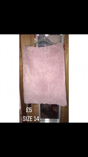 Ladies pink suede skirt