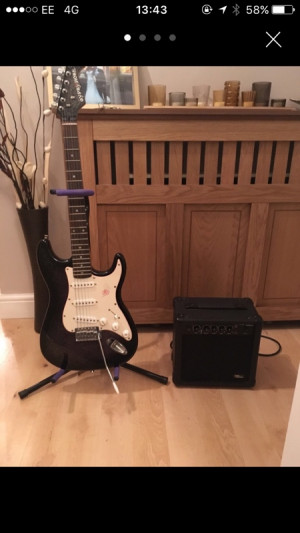 Electric guitar with amp + stand