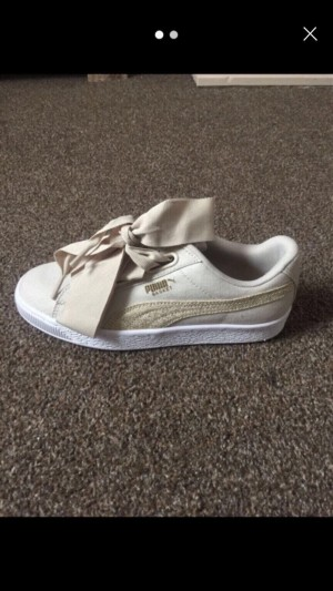 Size 4 canvas cream puma trainers BN