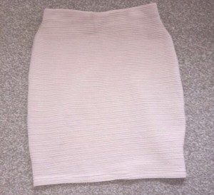 Size 8- Nude bodycon skirt!!