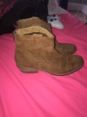 Size 5 low cut cowgirl boots suede