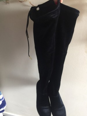 Knee high boots. Size 5.