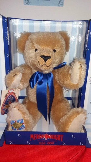 In excellent condition never been used or played with open to offers above £30 *EACH* 1) merrythought Dimond jubilee 1930-1990 bear  2) boyds Halloween bear  3) steiff teddy bear with a press and listen music box  4) steiff British collectiors teddy bear 2
