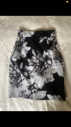 h and m black and white floral skirt size 6 4