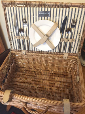 New Picnic Basket/Hamper by Todhunter with 2 plates & cutlery