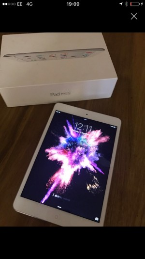 I pad mini 2 great condition hardly used with box!!