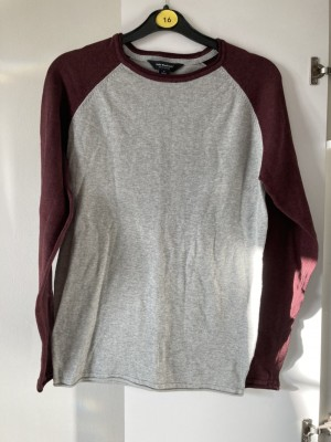 Thin jumper size small