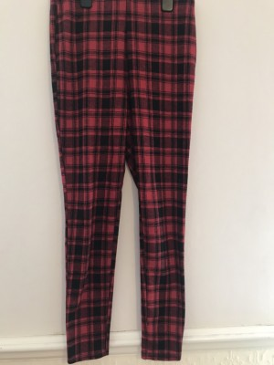 Women's red and black checkered leggings