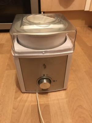 ice cream maker new condition with manual never used