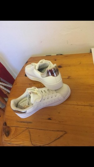 Henley's trainers never been worn size 5, pick up only Bridgend