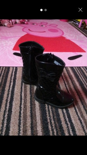 Good condition bow boots size 6