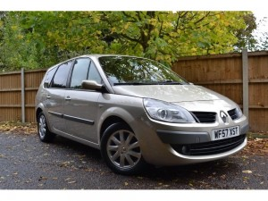 Gold Renault Grand Scenic 2.0 dCi Dynamique 5dr
