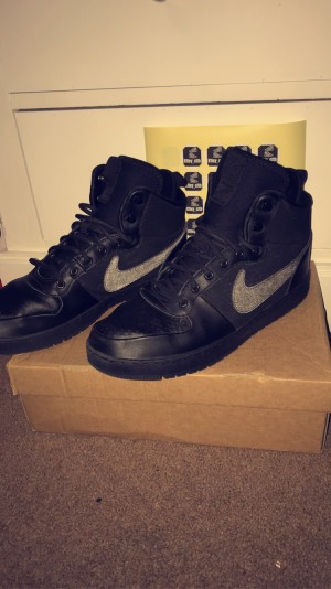 Nike high tops with reflective tick size 9
