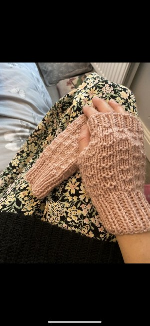 Beige nude fingerless gloves