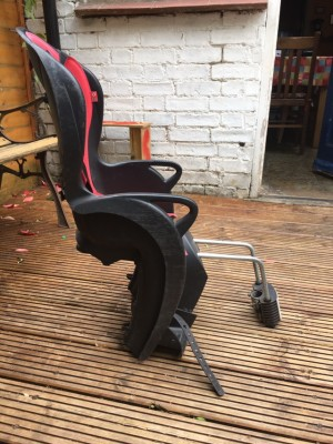Red hamax kiss child seat for bike