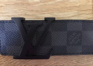 Lv belt. 100% authentic. Message me for a price.