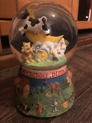 hey diddle diddle snow globe
