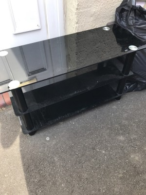 Glass tv stand / just wants a wipe / good condition / no offers